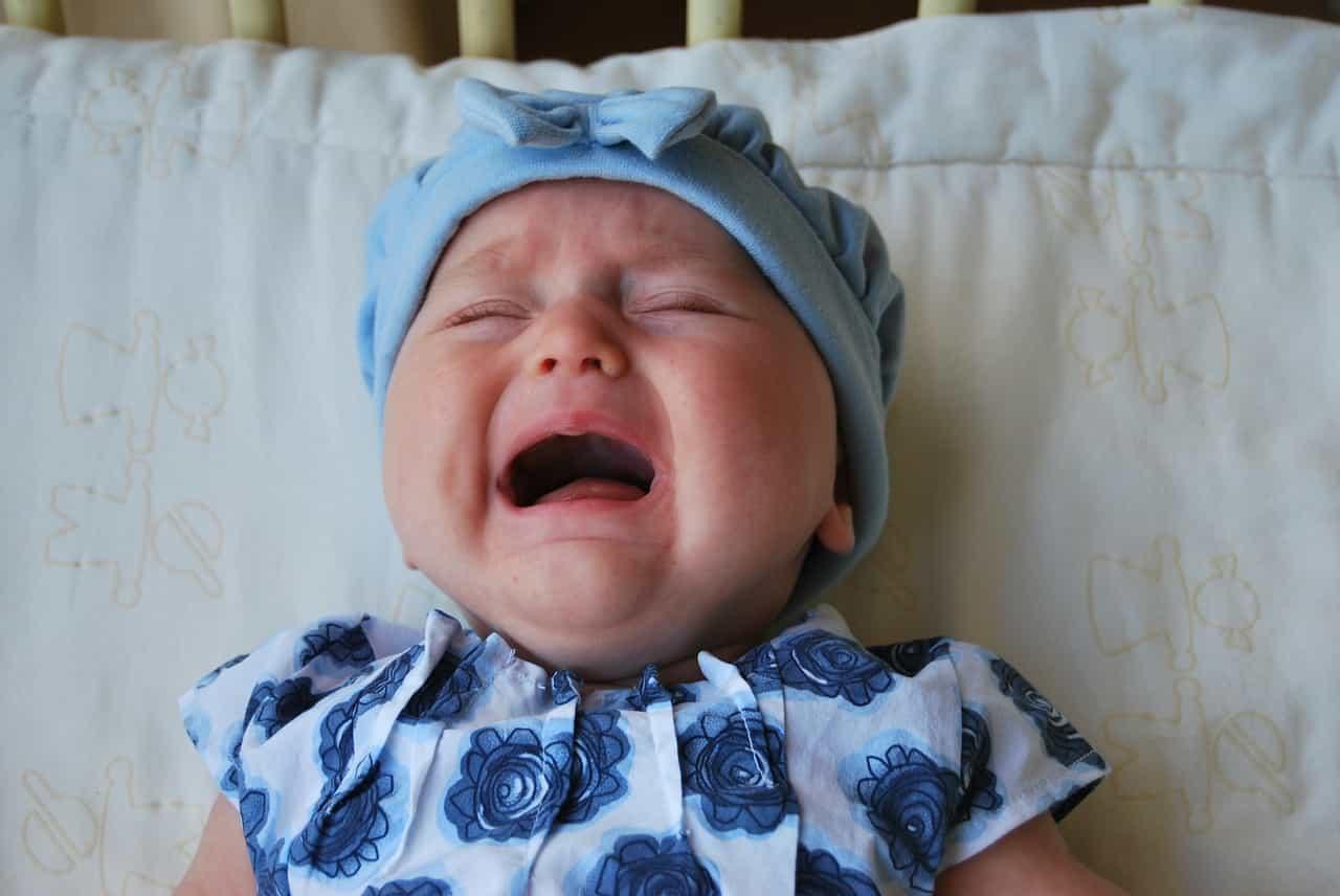 תינוקת בוכה