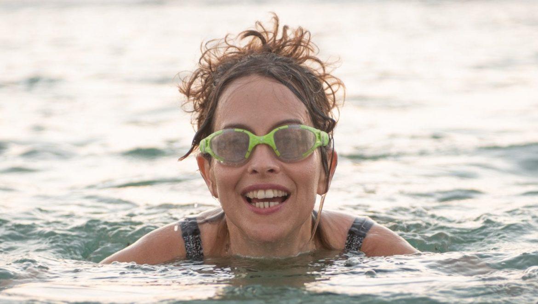 איך להתחיל לשחות בים