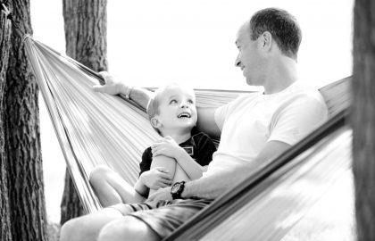 איך לתת מחמאות לילדים – בלי להרוס בטחון עצמי