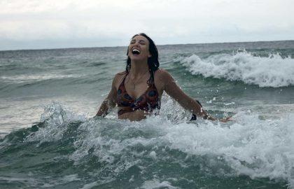 לשחות בגלים של החיים